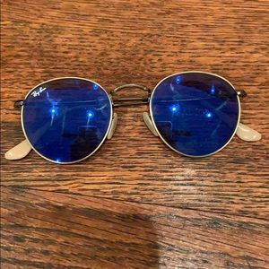 Round metal Ray Ban sunglasses